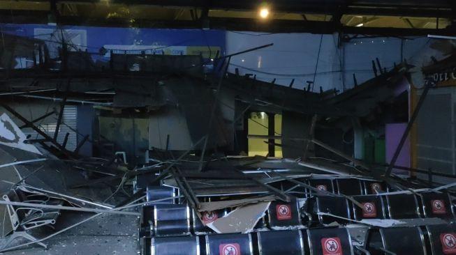Atap Stasiun Pasar Turi Surabaya Ambruk, Beruntung Tidak Ada Korban