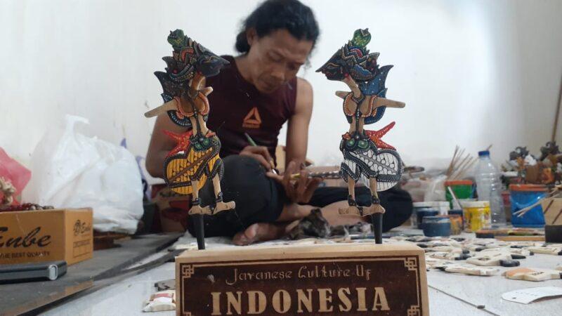 Keren! Wayang dari Limbah Kayu Produksi Pria Madiun Ini Tembus Pasar Ekspor