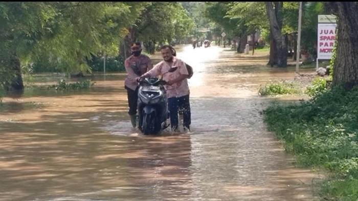 Banjir Rendam 4 Desa di Ngawi, Puluhan Sepeda Motor Mogok