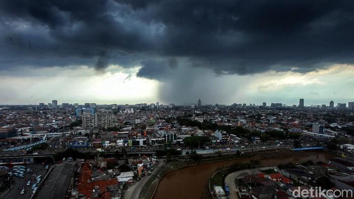 Waspada! Cuaca Ekstrem Berpotensi Landa 28 Daerah di Jatim