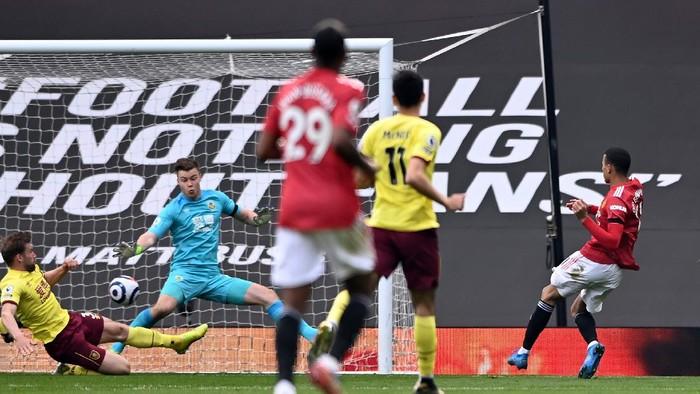 Liga Premier Inggris: Kalahkan Burnley 3-1, MU Terus Tempel City