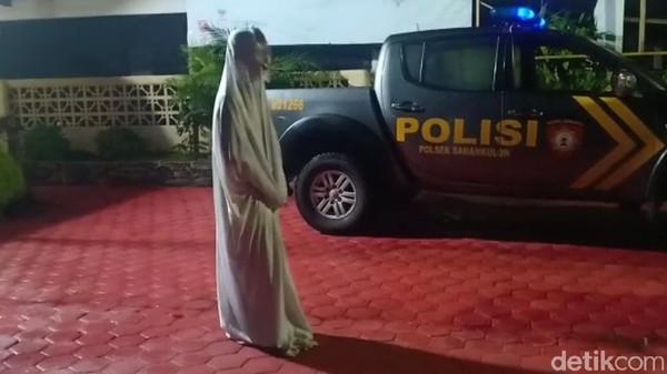 """Bikin Takut Warga, 6 """"Pocong ABG"""" Blitar Dibawa ke Kantor Polisi"""