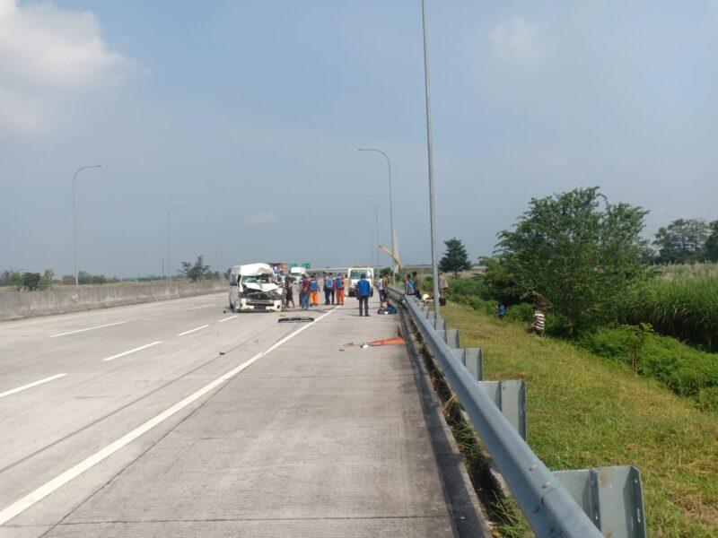 Mobil Rombongan Pemudik Tabrak Truk di Jalan Tol Madiun, 4 Orang Alami Luka-Luka