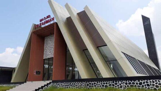 Uniknya Masjid Trapesium di Rest Area KM 66A Pandaan-Malang