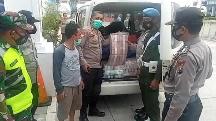 Mobil Bawa Uang Rp2,1 Miliar Diamankan di Exit Tol Ngawi, Ternyata Mau Buat Usaha Ini
