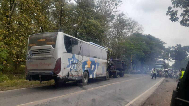 Kecelakaan Beruntun di Madiun, Butuh Waktu Hingga 7 Jam untuk Evakuasi 3 Kendaraan