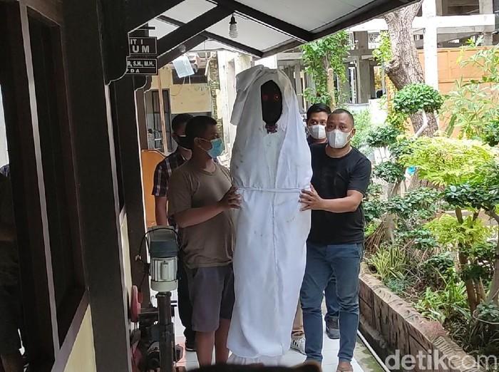 Oalah, Manekin Pocong untuk Sosialisasi Prokes Covid-19 Aja Dicuri