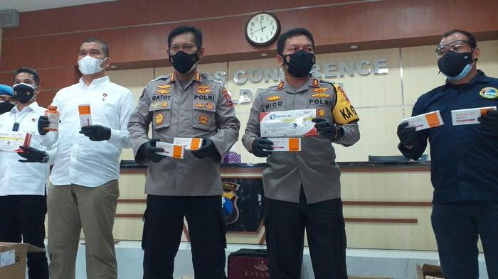 Polisi Tangkap Spekulan Obat dan Suplemen Covid-19 di Surabaya