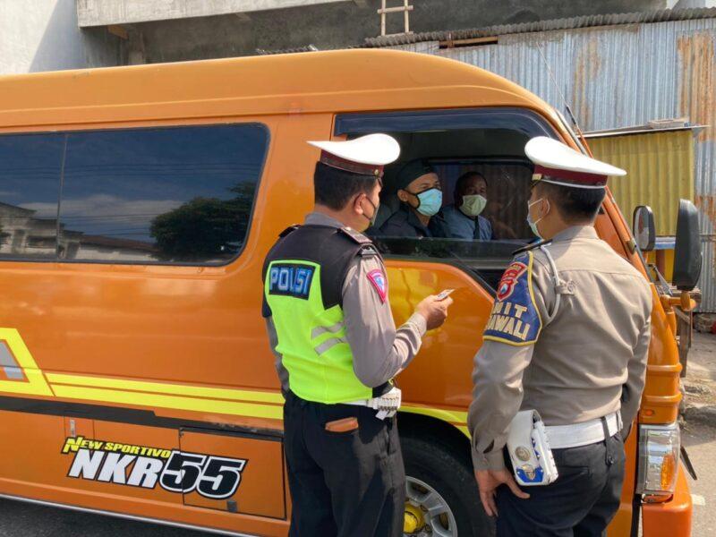Tak Bawa Surat Kesehatan, Mobil Travel Diputar Balik di Ponorogo