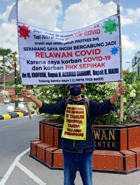 Jadi Korban PHK saat Pandemi Covid-19, Pria Ini Lakukan Aksi Tunggal di Jalanan Madiun