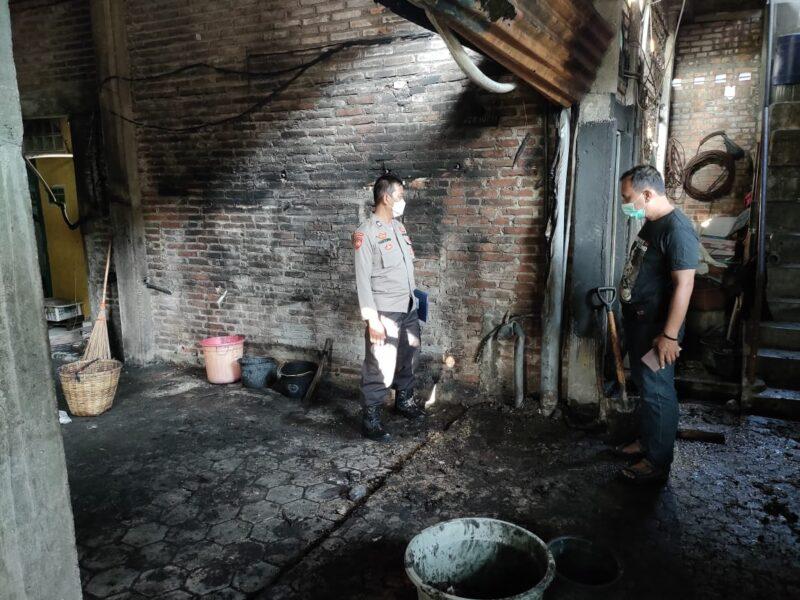 Pabrik Kerupuk di Ponorogo Kebakaran, Puluhan Karung Berisi Kerupuk Terbakar